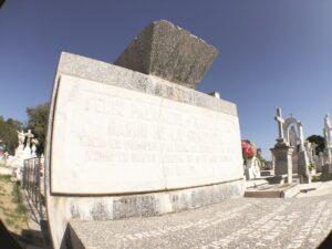 'Encierran' tumbas una rica historia