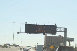 Si sale a carretera use  cinturón de seguridad