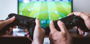 Gemelos pagan hipoteca de sus padres gracias a los videojuegos