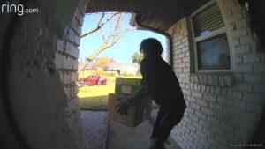 Alertan en Texas por robo de paqueteria de la puerta de las casas