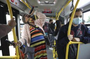 Cindy 'Sin Dientes' la rapera urbana de 69 años que se ha vuelto VIRAL