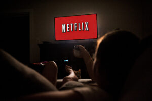 Empresa paga 2500 dólares por pasar 25 días viendo películas