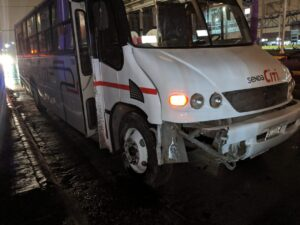 Choca camión; hay 9 heridos