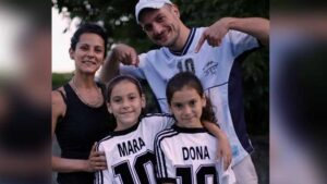 Mara y Dona: las gemelas argentinas que demuestran la devoción por Diego Armando Maradona