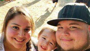 Niño de Texas que perdió a sus padres por Covid recibe ayuda del mundo