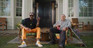 Snoop Dogg y 'El cholo de la patineta' graban comercial juntos