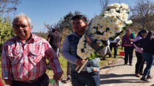 Bebé Lázaro, quien estaba vivo y por error lo mandaron a la morgue, fue hoy sepultado