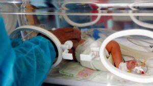 Muere el bebé Lázaro, quien al nacer enviaron por error a una morgue en Puebla