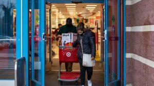 Black Friday: Temor a la pandemia reduce multitudes en tiendas de EU