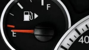 Manejar con la reserva de gasolina daña gravemente tu carro