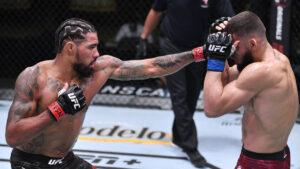 Escalofriante herida: luchador de UFC se le desprendió la oreja en plena pelea (VIDEO)