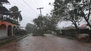 Huracán Eta de categoría 4 azota Nicaragua con vientos catastróficos