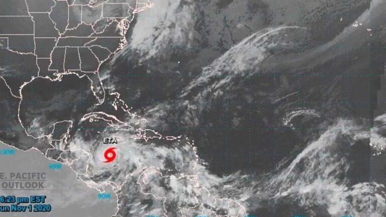 El Huracán Eta amenaza al Sureste de México y Centroamérica