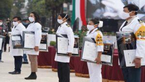 Personal del IMSS recibe Condecoración Miguel Hidalgo en Grado Cruz