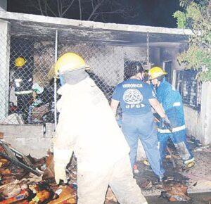 Vecinos de La Sandía salvan casa de incendio