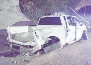 Destrozan camioneta F-150 y la vandalizan