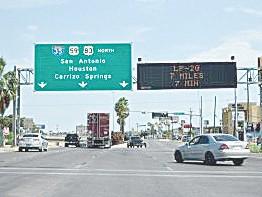 Limpian y reparan carretera 35 y 83