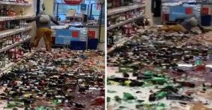 Mujer enloquece en supermercado y destroza botellas de bebidas alcohólicas