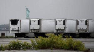 COVID-19: Cientos de cadáveres permanecen en vehículos congeladores en Nueva York