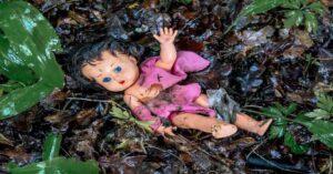 Encuentran cuerpo de niña de 5 años apedreado en el bosque