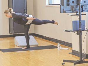 Reducen estrés con clases de yoga