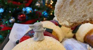 Baby Yoda llega a la Rosca de Reyes (FOTOS)