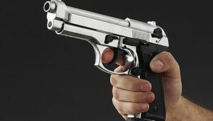 Compra pistola y mata a su hermana por accidente en Houston