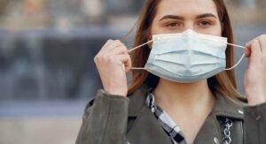 Crean cubrebocas inteligente; mata al coronavirus con eficacia del 99%