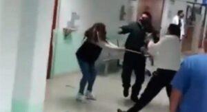 VIDEO: Familia con síntomas covid agrede a personal médico en hospital
