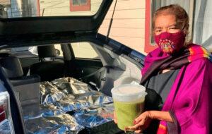Salvan a abuelita del covid-19 y ella les prepara 800 tamales