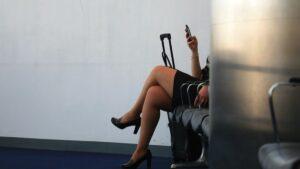 Azafata ofrecía servicios sexuales en vuelos