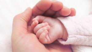 Doctor vende recién nacido porque sus papás no tenían dinero para cubrir gastos del parto