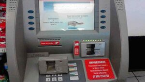 ¡ALERTA! Así operan los 'desplazadores' para robar tu aguinaldo en el cajero automático