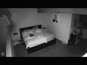 Descubre a prometido en su propia cama con otra mujer; se hace viral