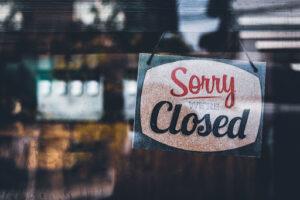 San Antonio: Cierran bares y restringen negocios por aumento de contagio
