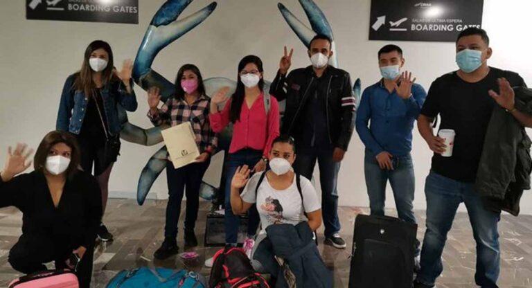 Enfermeros de Tamaulipas en el momento de su partida a CDMX