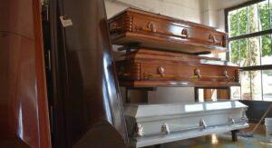Familias mexicanas mienten a funerarias para velar a sus difuntos por covid