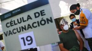 Confirman que familia de un médico con 'influyentismo' se vacunó contra Covid en Edomex