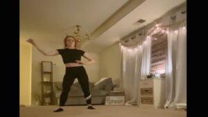 'Tiktoker' graba el momento en que un intruso irrumpe en su apartamento
