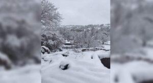 Nevada sorprende a habitantes de Chihuahua; cierran de carreteras