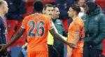 Se suspende partido por insultos racistas del árbitro en la Champions