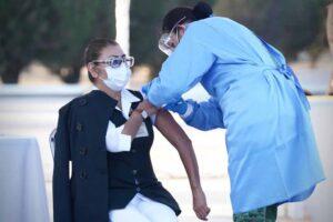 El Ejército Mexicano y el IMSS aplican en Querétaro la primera vacuna contra COVID-19