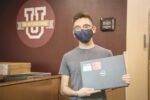 Entregan laptops a los estudiantes
