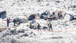 Localizan los cuerpos de una familia entera entre escombros de un deslizamiento de tierra