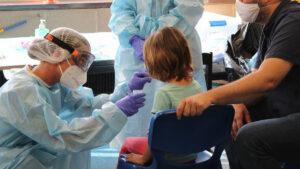 OMS: ¿Cómo afectan las nuevas variantes de Covid-19 a los niños?