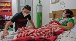 Armó clínica en su casa para tratar a su mamá por saturación de hospitales