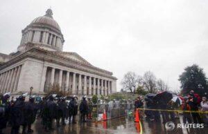 Policía del Capitolio arresta a un hombre que intentó entrar en el centro de Washington con 500 balas