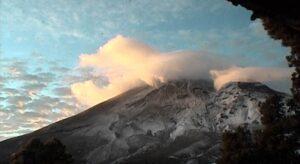 Captan extraño suceso alrededor del Popocatépetl