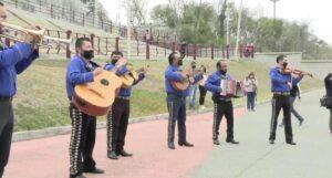 Celebran con mariachi cancelación del muro de Trump