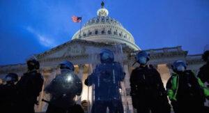 Cientos de policías devuelven la seguridad al Capitolio de EEUU
